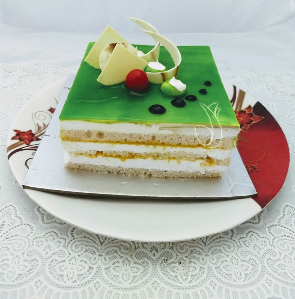 send flower Karam Pura DelhiKiwi Square Cake (Less Creamy)