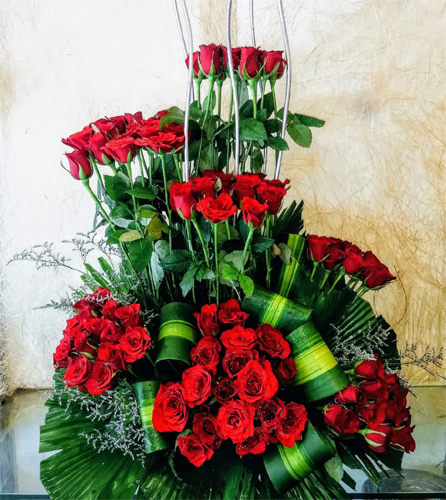 send flower Bhajan Pura DelhiOne Side Arrangment of 100 Red Roses