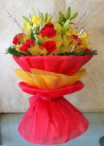 Flowers Delivery in Uniworld City GurgaonBunch of Lillys & Carnation