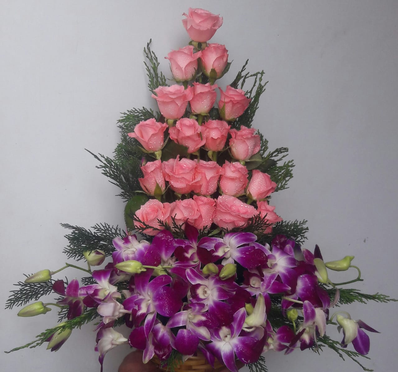 send flower Jagatpuri DelhiBasket of Rose & Orchid