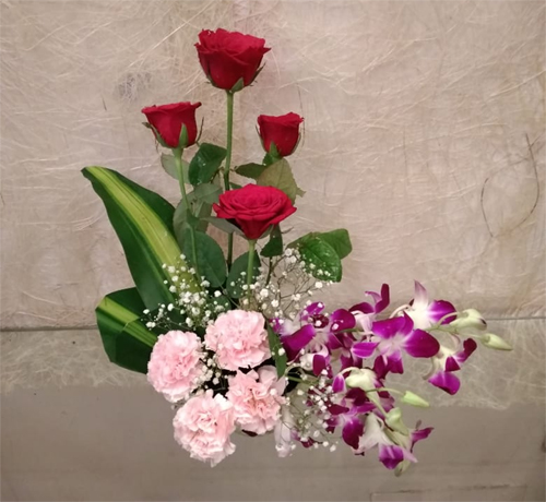 send flower Pahar Ganj DelhiSmall Basket of Mix Flowers