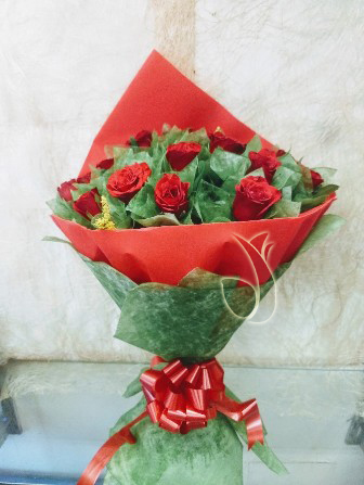send flower Bhajan Pura DelhiBunch of 25 Red Roses in Red & Green Paper Packing