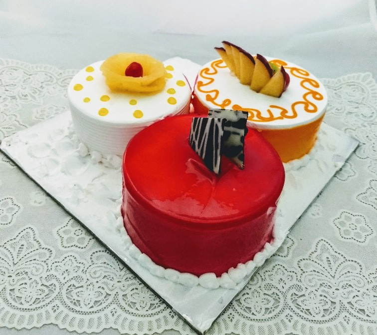 send flower Kidwai Nagar DelhiThree Flavor Cake in 1Kg