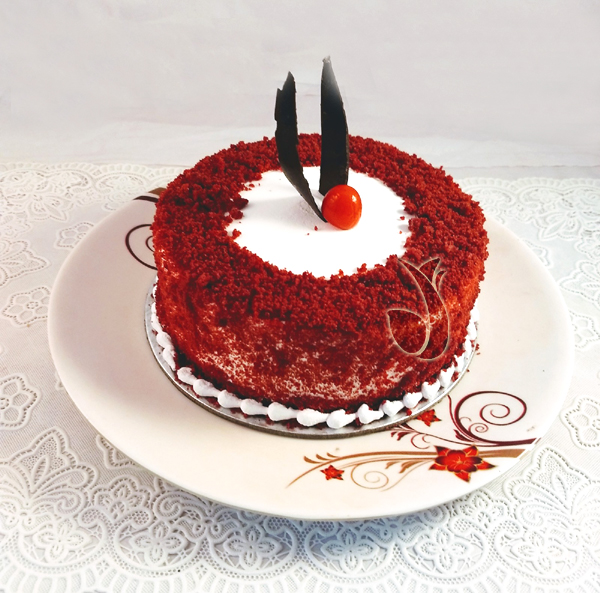 send flower Saket DelhiRound Shape Red Velvet Cake