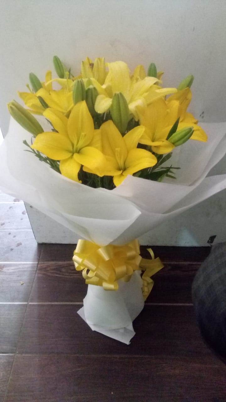 send flower Kidwai Nagar DelhiYellow Asiatic Lilliums in White Paper