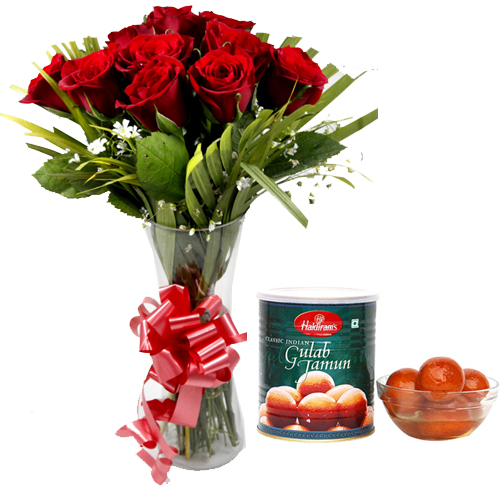 send flower Sagarpur DelhiRoses in Vase & 1Kg Gulab Jamun Pack