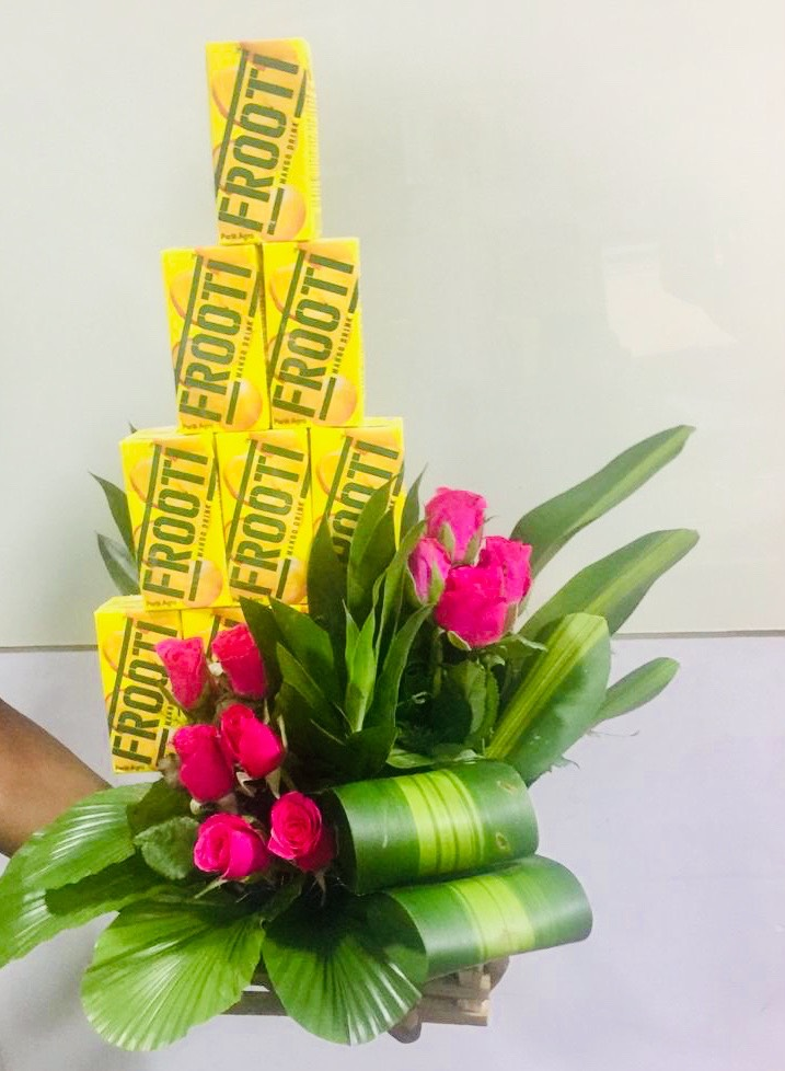 send flower Chirag Delhi Delhi10 Frooti & 10 Pink Roses Arrangement