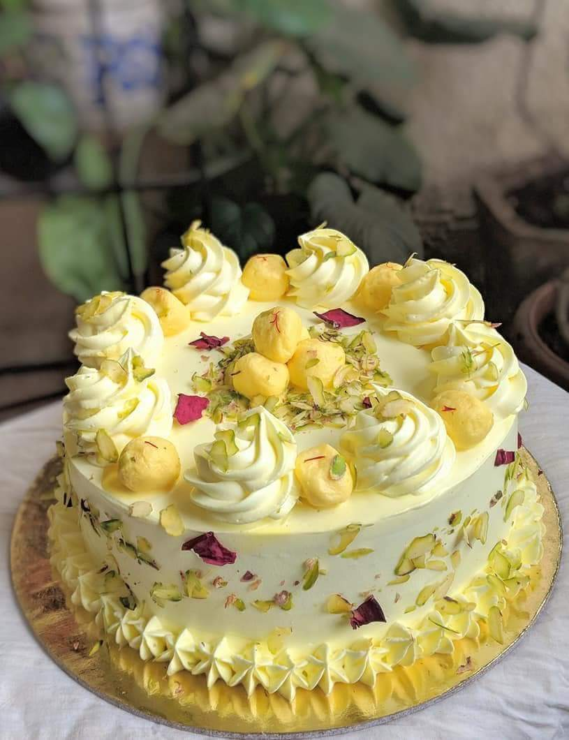 send flower NangloiRasmalai Cake