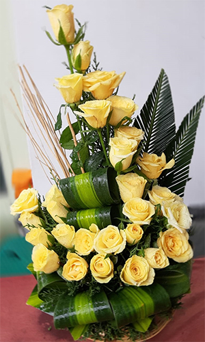 send flower Ashram Delhi25 Yellow Roses Arrangement