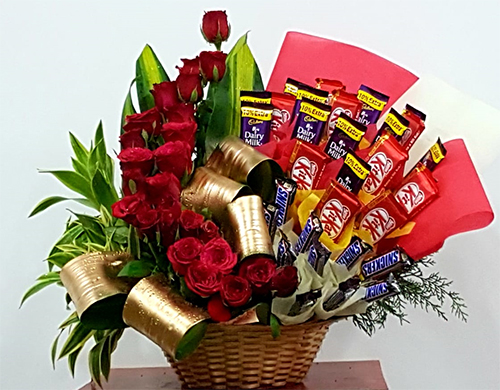 send flower Sadiq Nagar DelhiArrangement of 25 Red Roses & 30 Mix Chocolates
